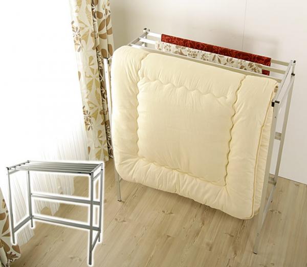 毎日使う布団を賢く収納する方法 押し入れがないなら見せる収納でお部屋もスッキリ ずぼら主婦のスッキリ収納術 布団収納方法 アイデア 布団干し 室内 布団 収納 クローゼット