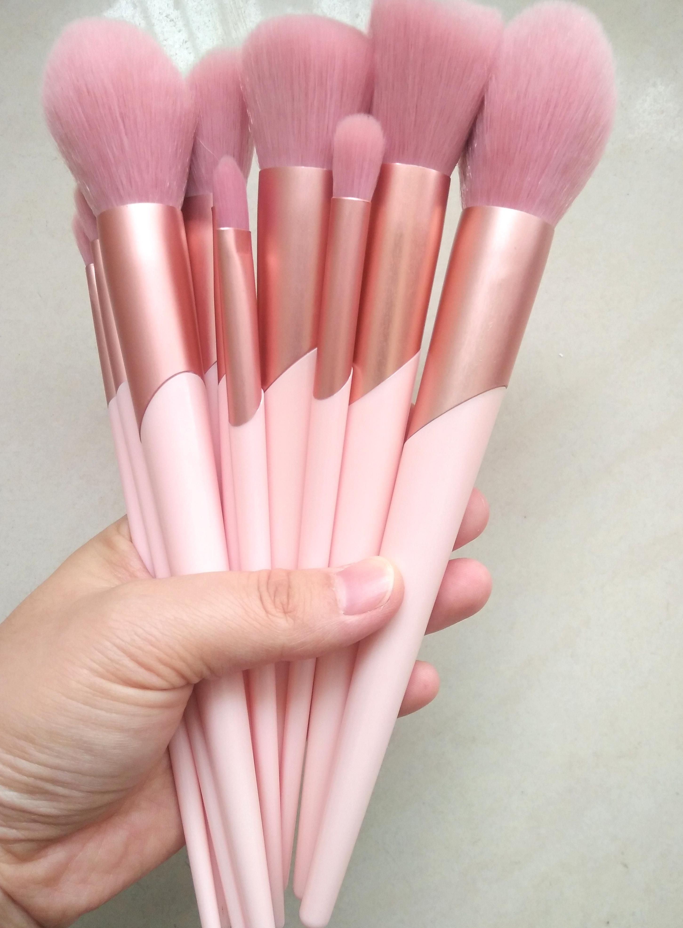 Cute pink makeup brushes set available wholesale Inquiry