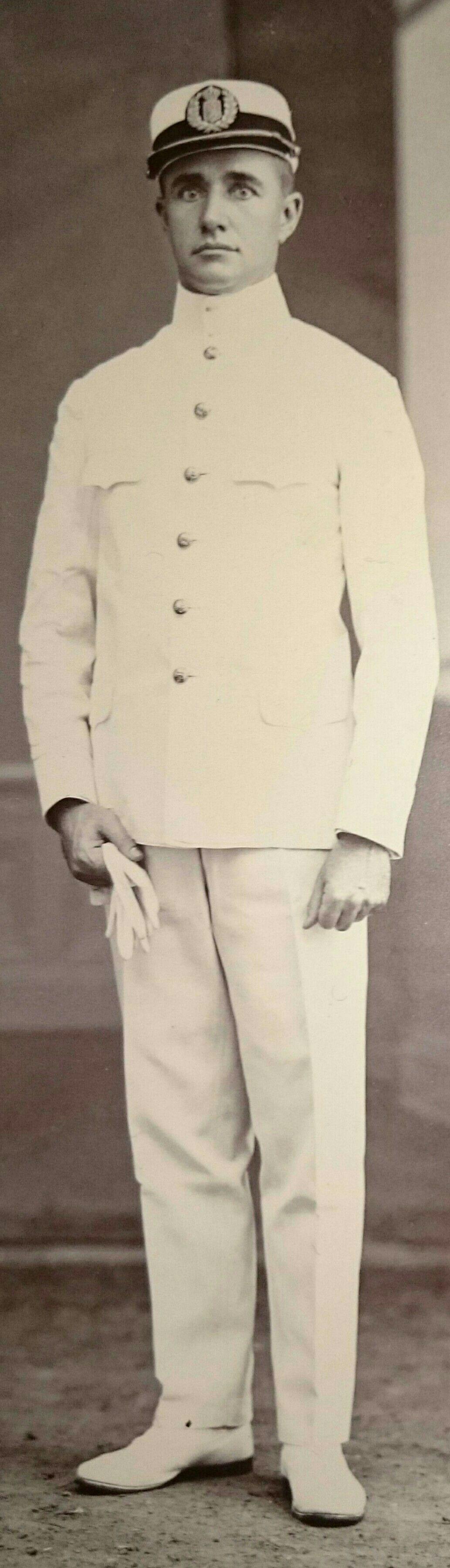 Dhr. J.Grader, Netherlands Indies. Ambtenaar Binnenlandsch Bestuur (private collection).