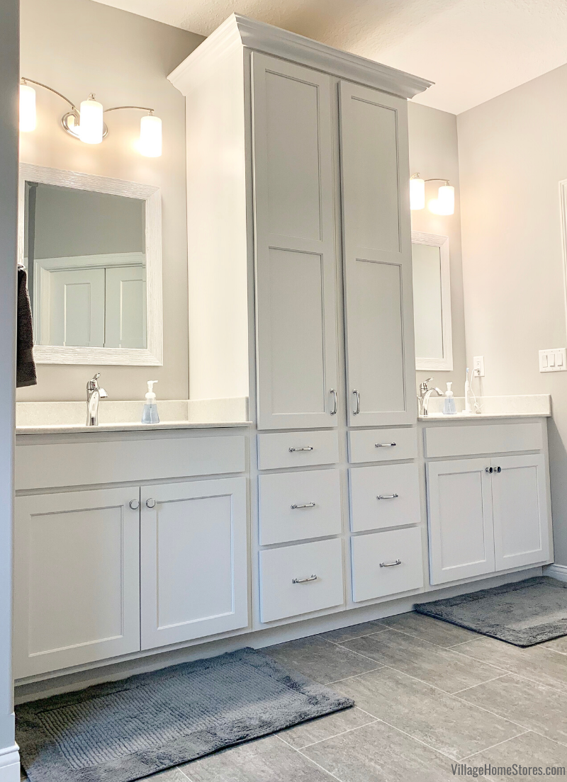 Master Bathroom Double Vanity Design With Linen Cabinet Storage Separating The Two Sinks Double Vanity Bathroom Bathroom Remodel Master Master Bathroom Design [ 1104 x 800 Pixel ]
