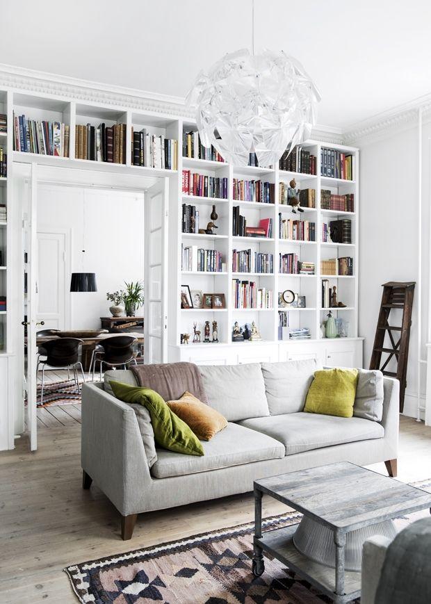 bookshelf in living room ceiling design 2018 man kan sagtens genopfinde sig selv og sin boligstil nar bornene forlader hjemmet se bare hvad der sker det store tomme hus bliver skiftet ud med