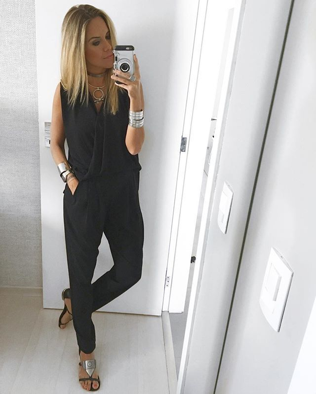 Instagram media by dani__cardoso - Pena que preto é difícil de fotografar viu... Porque vocês não têm ideia o quanto esse macacão da @sedanbi é lindoooo!!! E o melhor, ele tem um zíper na cintura que você também pode usar a blusa e a calça separados!! Demais né?? Fora o caimento que é impecável!!! {acessorios @luraimundodesign & rasteirinha  @schutzoficial }  #danicardoso®