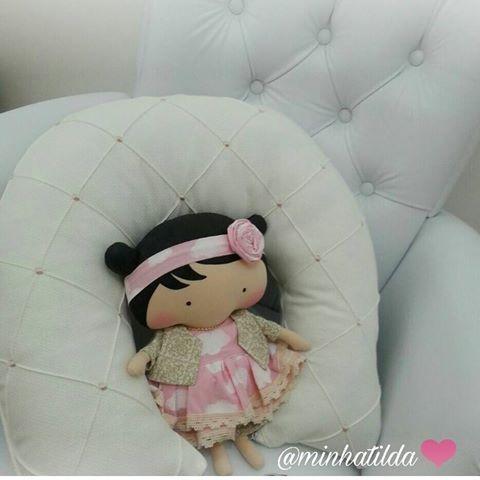 Hora de relaxar  tilda #tildinha #tildatoy #bonecadepano #tildatoys #feitocomamor  #feitocomcarinho #mãedemenina #gravidez #coisasdemenina #maternidade #fofura  #chádebebê #decoração #doll #dolls #tildaworld #costurinhas #princesas #newborn #atelie #artesanato #recemnascido #futuramamae #tonefinnanger #vestidodeboneca