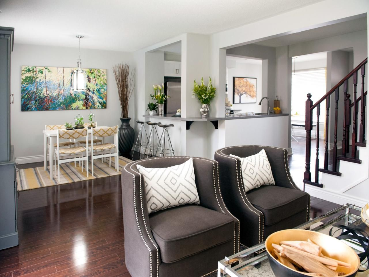 Colorful Home Makeovers From Property Brothers Buying Selling Property Brothers Drew And Jonathan Scott Decoracao De Casa Sala E Cozinha Integradas Casas
