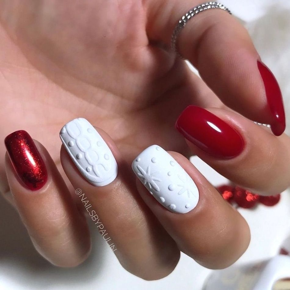 Red and White Knitted Nail Art for Christmas