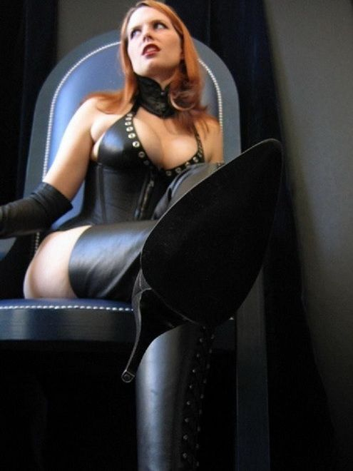 domina black paris
