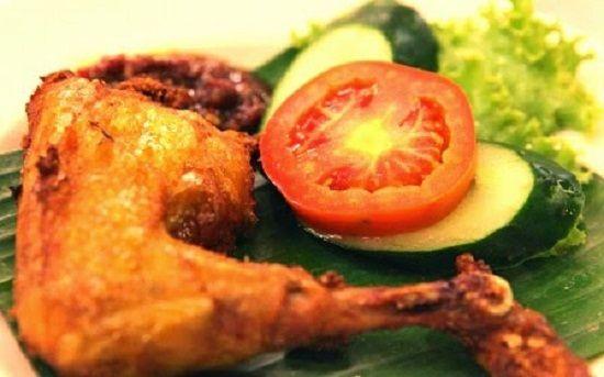 Resep Dan Cara Membuat Ayam Goreng Bumbu Kuning Yang Renyah Empuk Dan Enak Selerasa Com Cooking Recipes Food Cooking