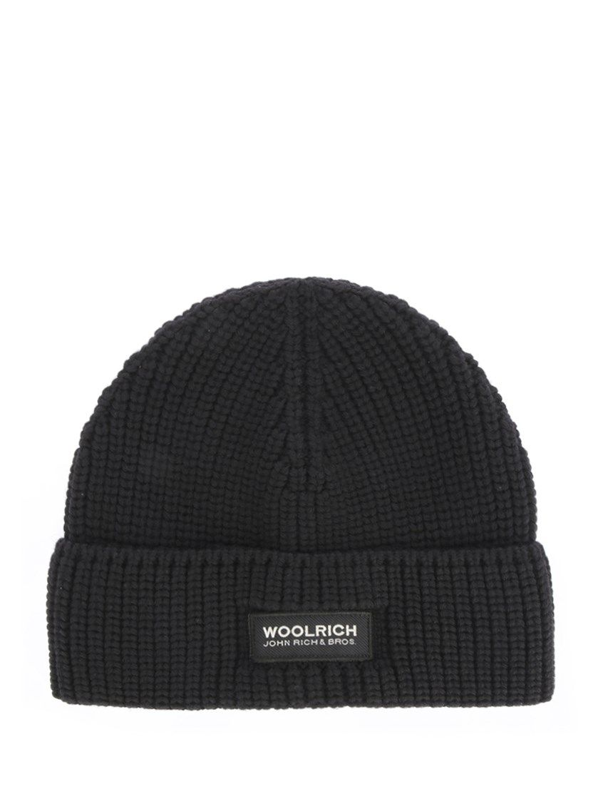 89e95f16912ef WOOLRICH Black knitted beanie.  woolrich