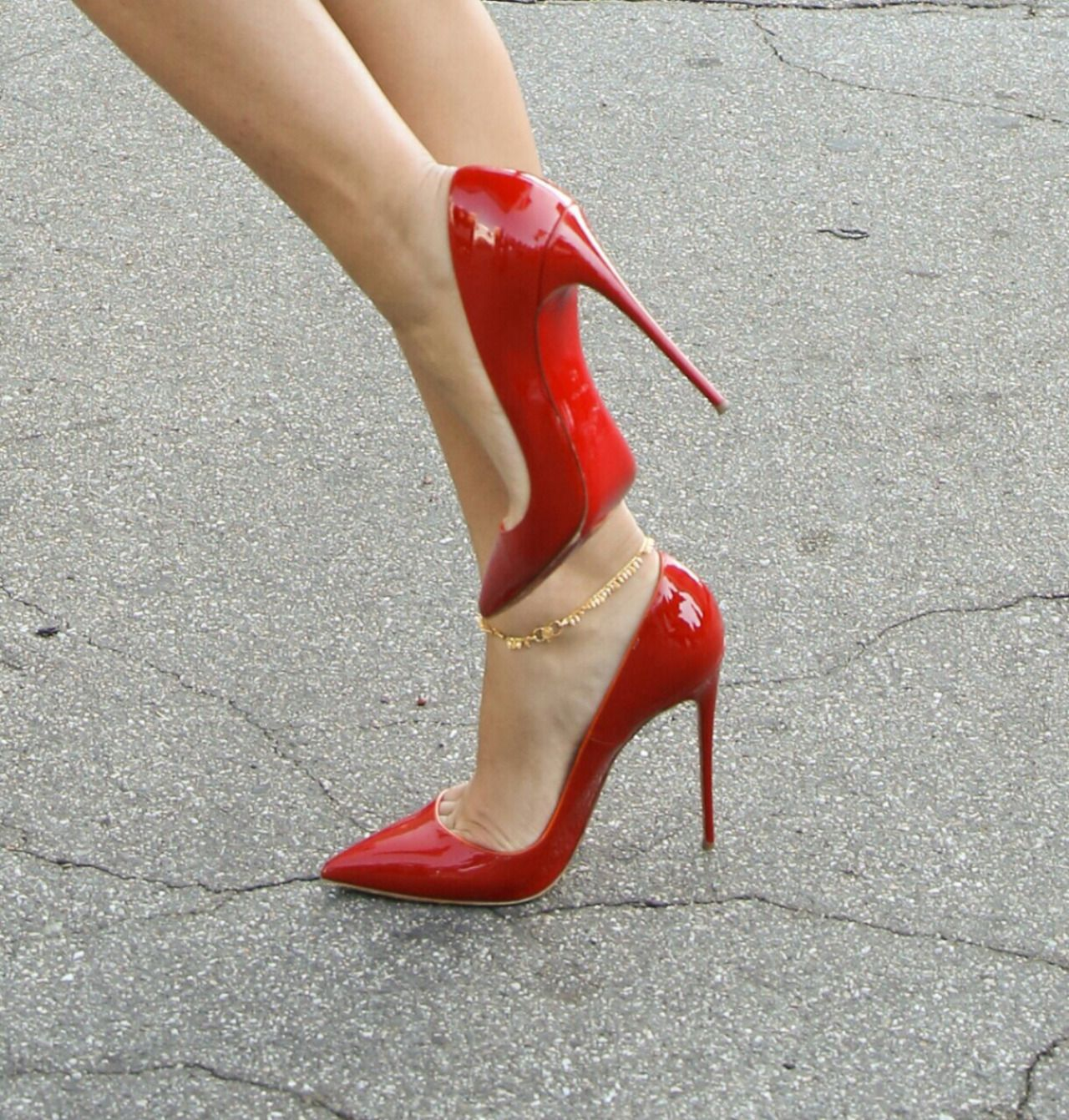 Sexy red Pointed toe Stiletto Heels. Red scarpins. Ankle jewel ...