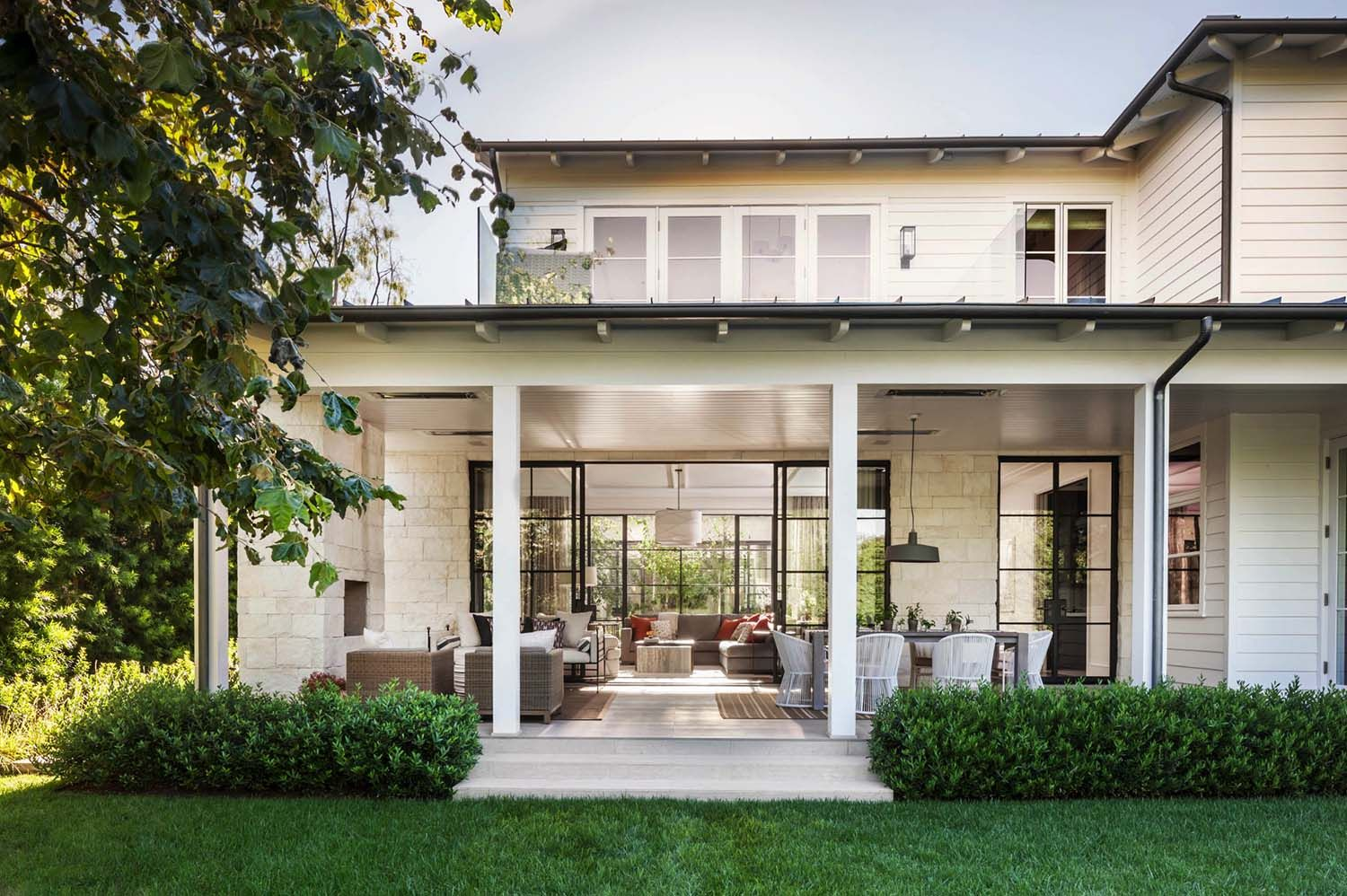 A pacific palisades home was designed by studio william hefner along with annette english associates infused with transitional and modern elements