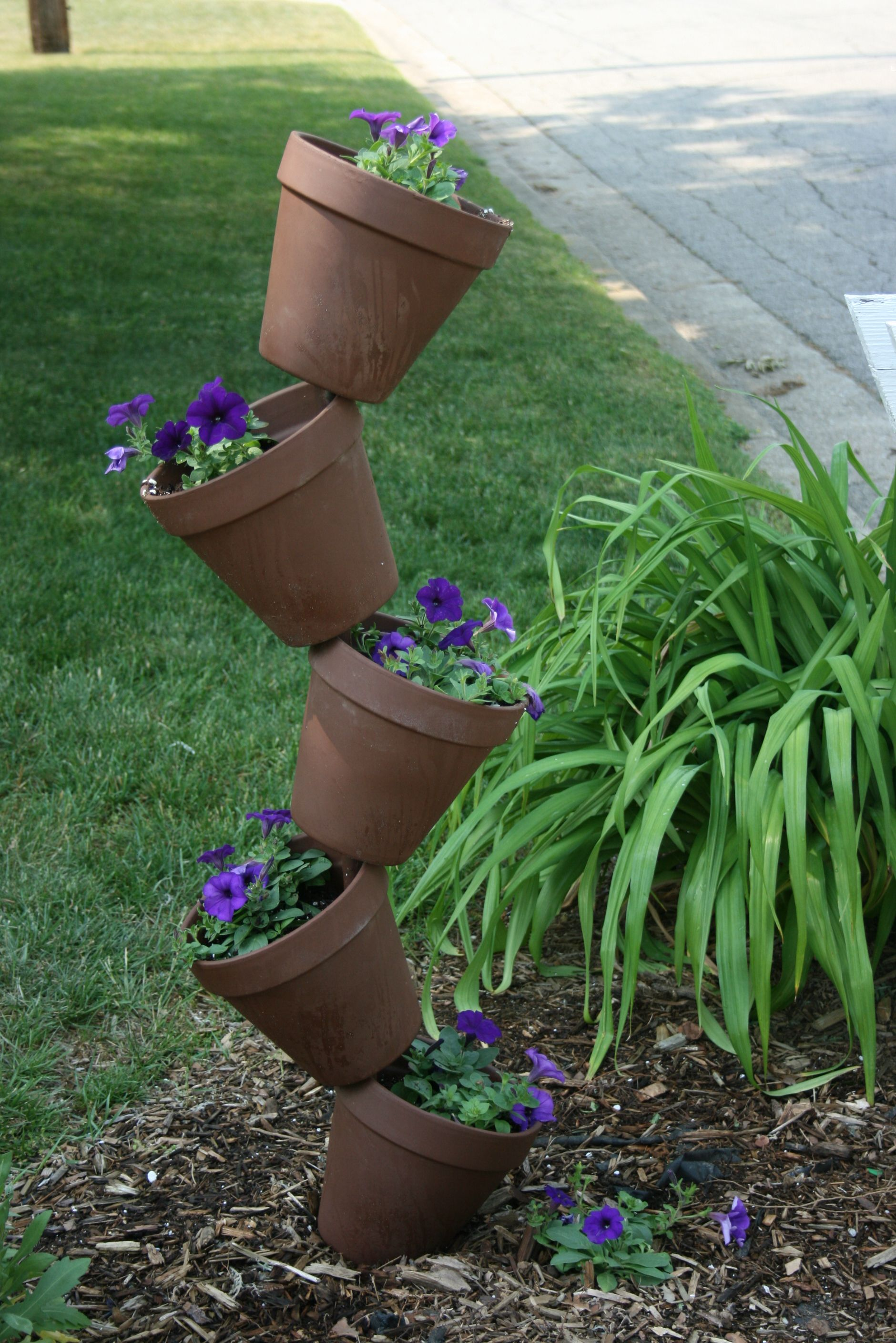 Pin By Michelle Shellie Laabs On My Style Planters Garden Ideas Cheap Garden Ideas Cheap Easy