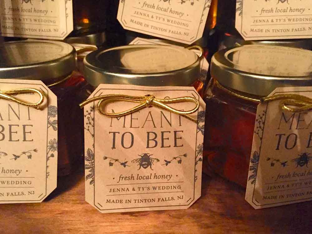 Honey Wedding Favor Ideas That Are Inspired Honey Wedding Favors Honey Jar Wedding Favors Honey Wedding