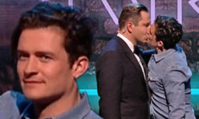 Orlando Bloom kisses David Walliams on Comic Relief
