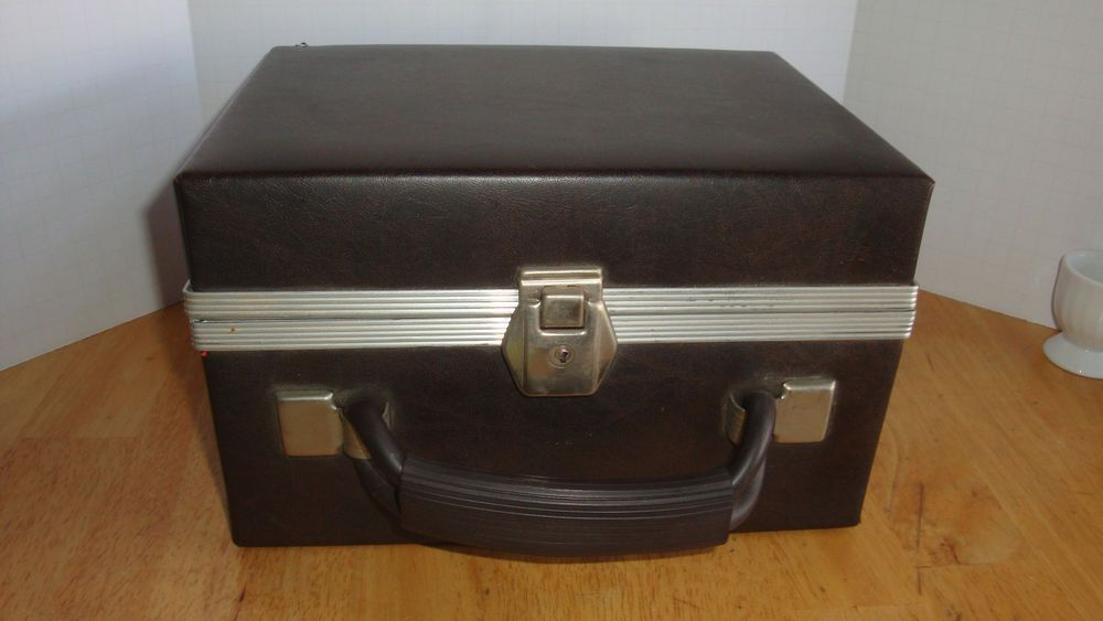 Empty carrying case for 12 8 tracks with key brown vinyl red