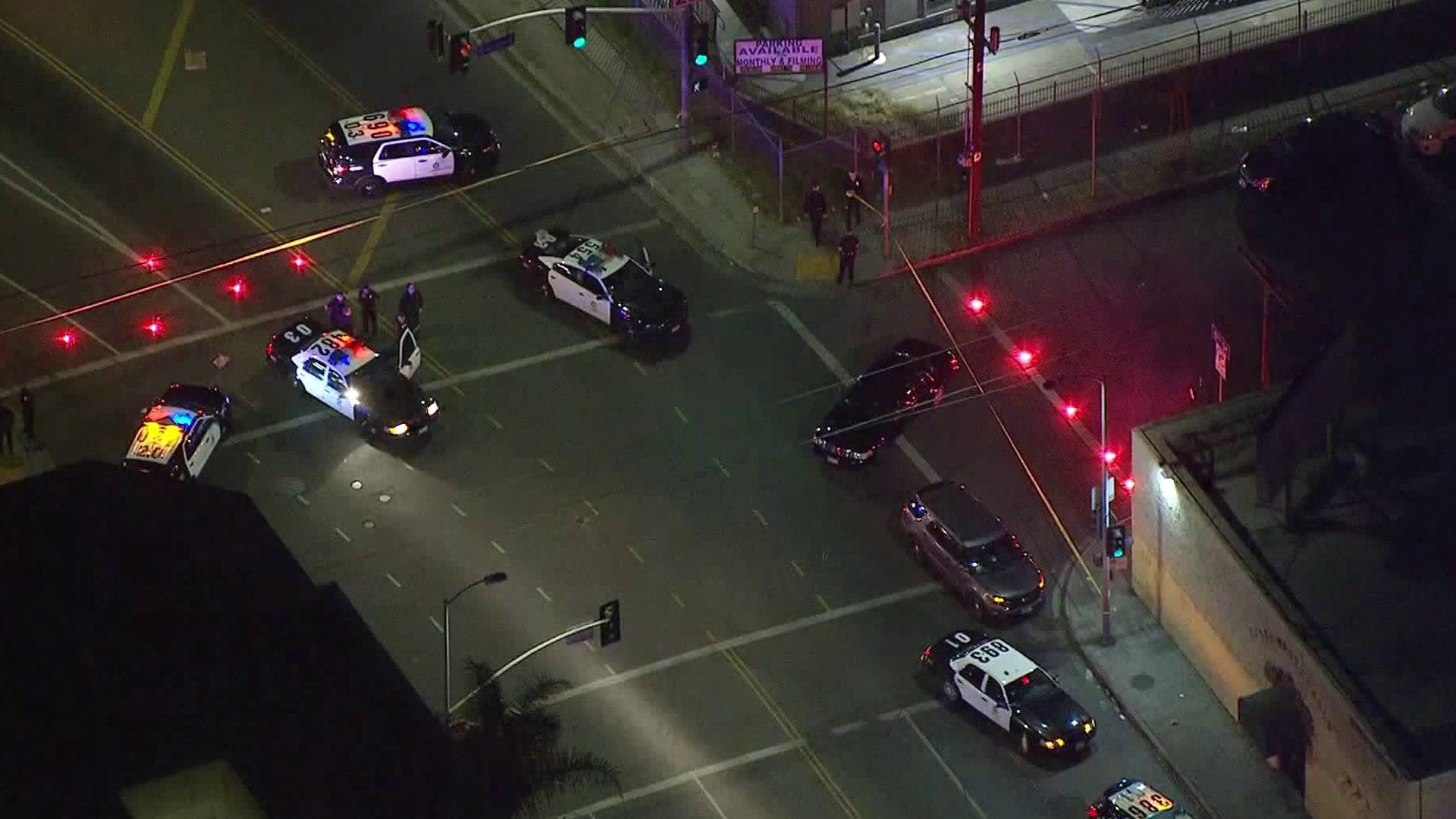 Lapd Officer Hospitalized After Being Shot In Suspected Ambush Attack Near Downtown Los Angeles Police Ktla Police Officer Shot Female Police Officers Los Angeles Police Department