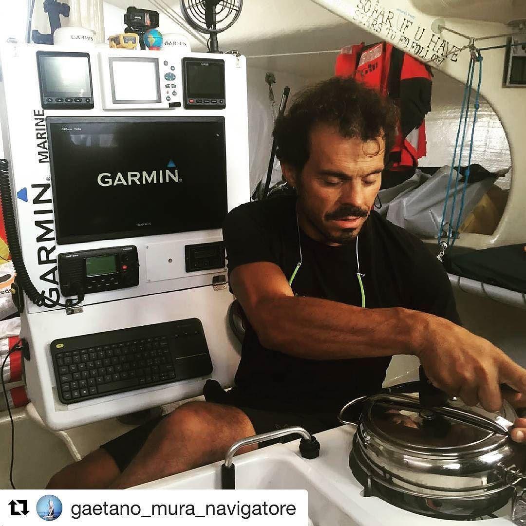 Ultimi preparativi prima dell'impresa: #Girodelmondo #nostop  #gaetanomura #soloroundthegloberecord #vela #sailing #voile #oceano #oceani #mare #class40 #barcaavela #navigare #acqua #igersvela #igersardegna #igersitalia #igerscagliari #sardegna #sardinia #cagliari  @sardegnacalagonone @sailing_sardinia @ichnusasailingkermesse @sailingstagram @solbian @monturaworld