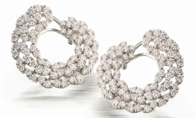 Beautiful earrings. #JetGems #beautiful #elegant #exquisite #style #stylish #design #designer #ornaments #diamond #earrings #instapic #instalike #instalove