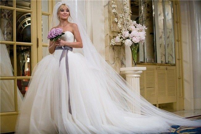 kate hudson con vestido de vera wang en 'guerra de novias