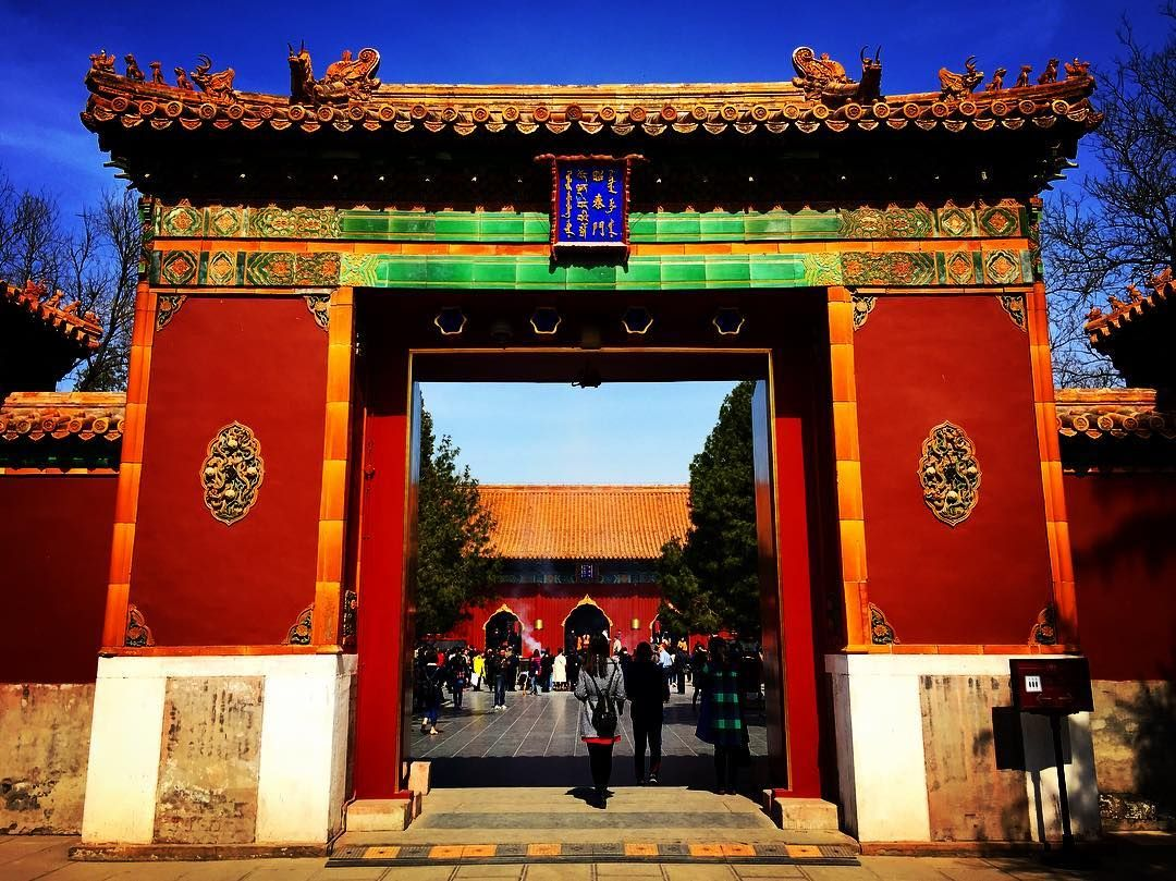gate to the lama temple buddha temple ancient beijing china asia asian beautiful. Black Bedroom Furniture Sets. Home Design Ideas