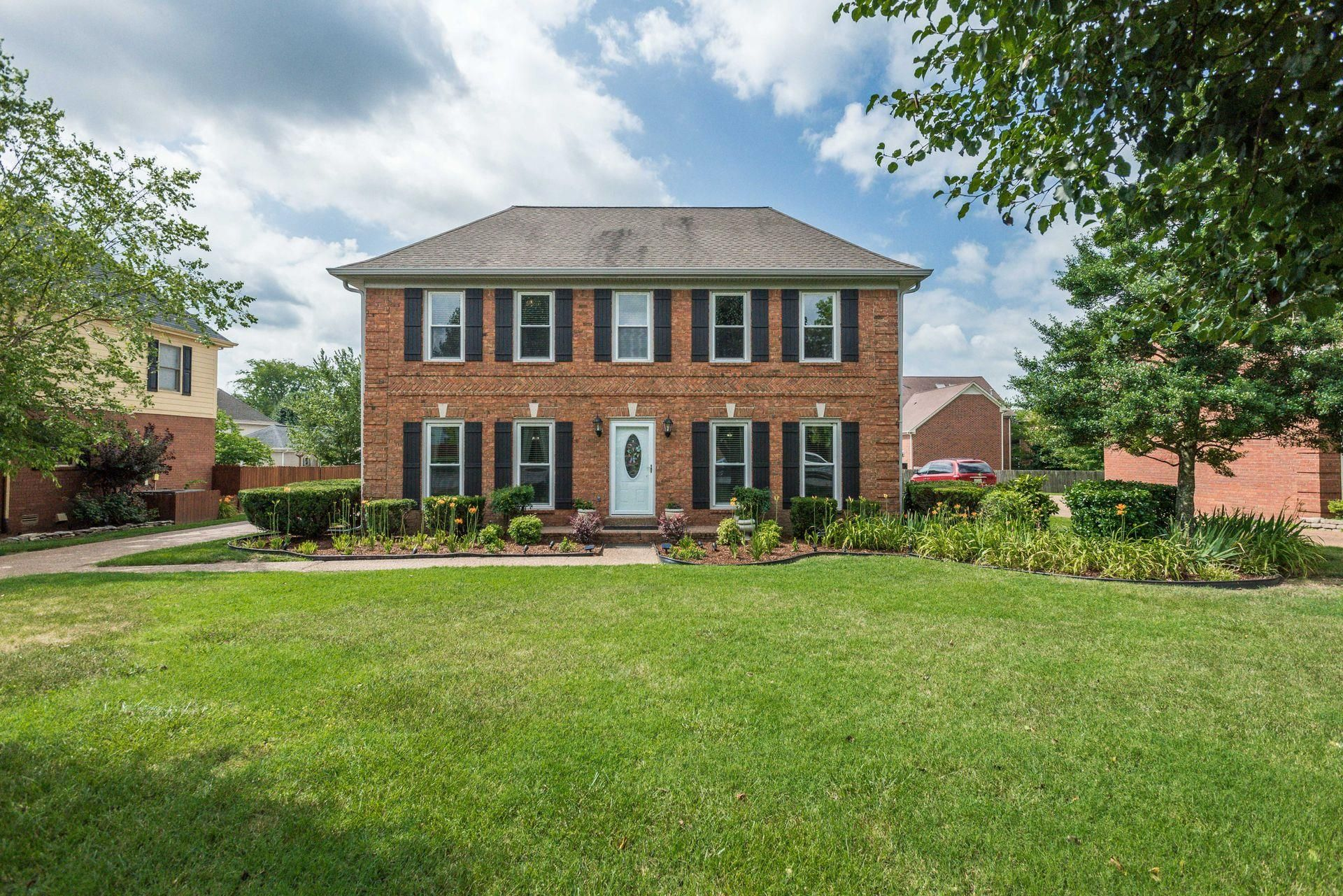371 Stonegate Dr Franklin Tn 37064 3 Bed 2 5 Bath 424 900 Fantastic Former Mod Home House Styles Mansions