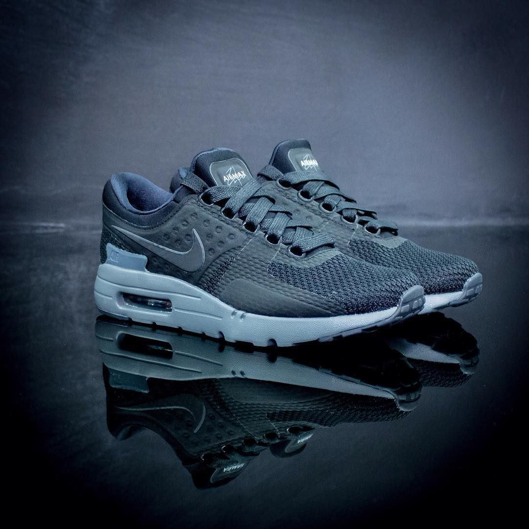 Nike Air Max Zero Qs Available In Store Online Www Urbanstaroma Com The Nike Air Max Bw Persian Violet Is A Classic 90s Retro Nike Air Max Nike Nike Air