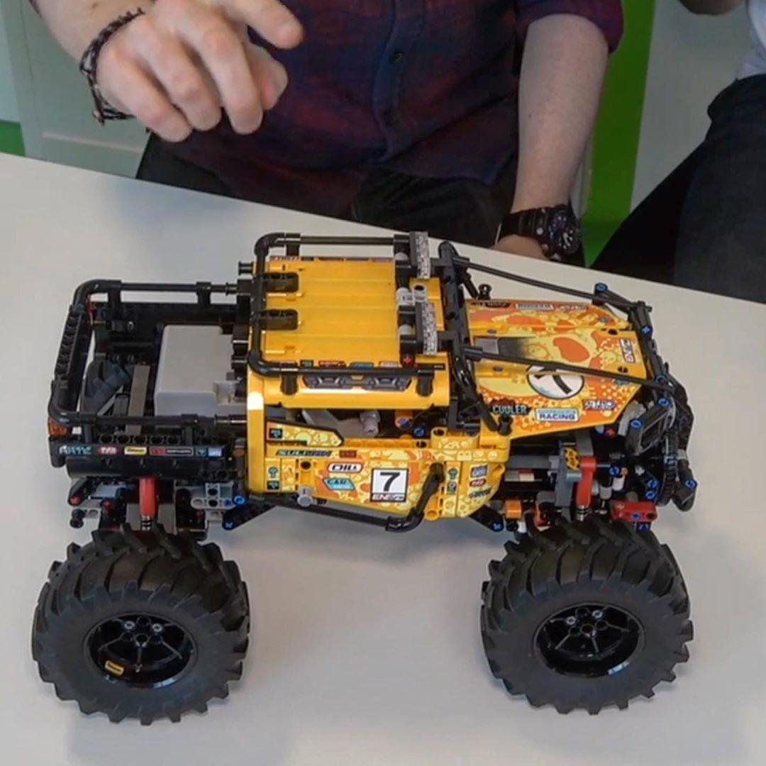 Lego Technic 4x4 X Treme Off Roader 42099 Lego Technic Lego Lego Minifigures