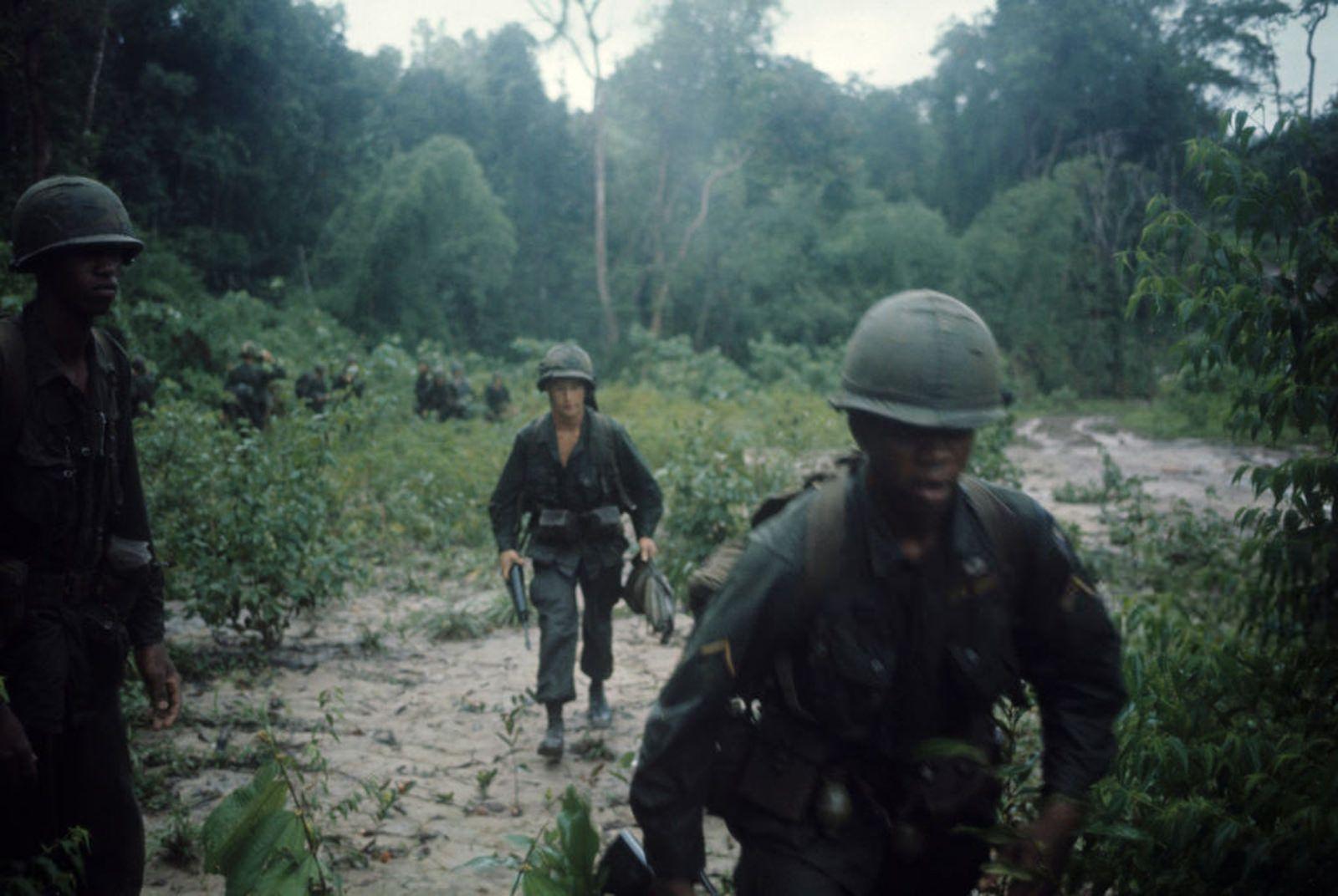 Vietnam War 1965 25 Vietnam War Photos Vietnam Vietnam War