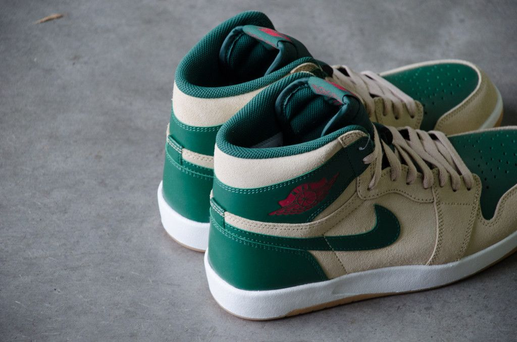 separation shoes 14f74 606df Detailed photos and purchase information for the Sand Dune University Red-Gorge  Green-White Air Jordan 1 High The Return, style 768861-206.
