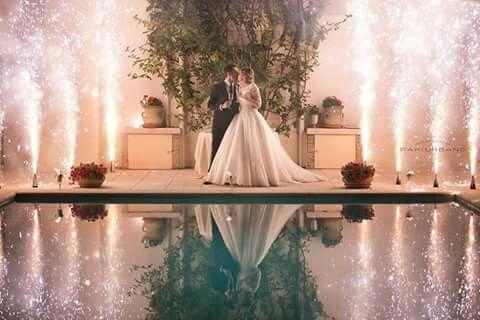 Colours love emotions wedding reportage wedding cake light fireworks amore sposi happy Paki Urbano kiss pool water riflessi acqua reflections