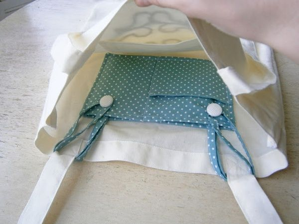 Insertable pocket for tote bags that have none - smart!