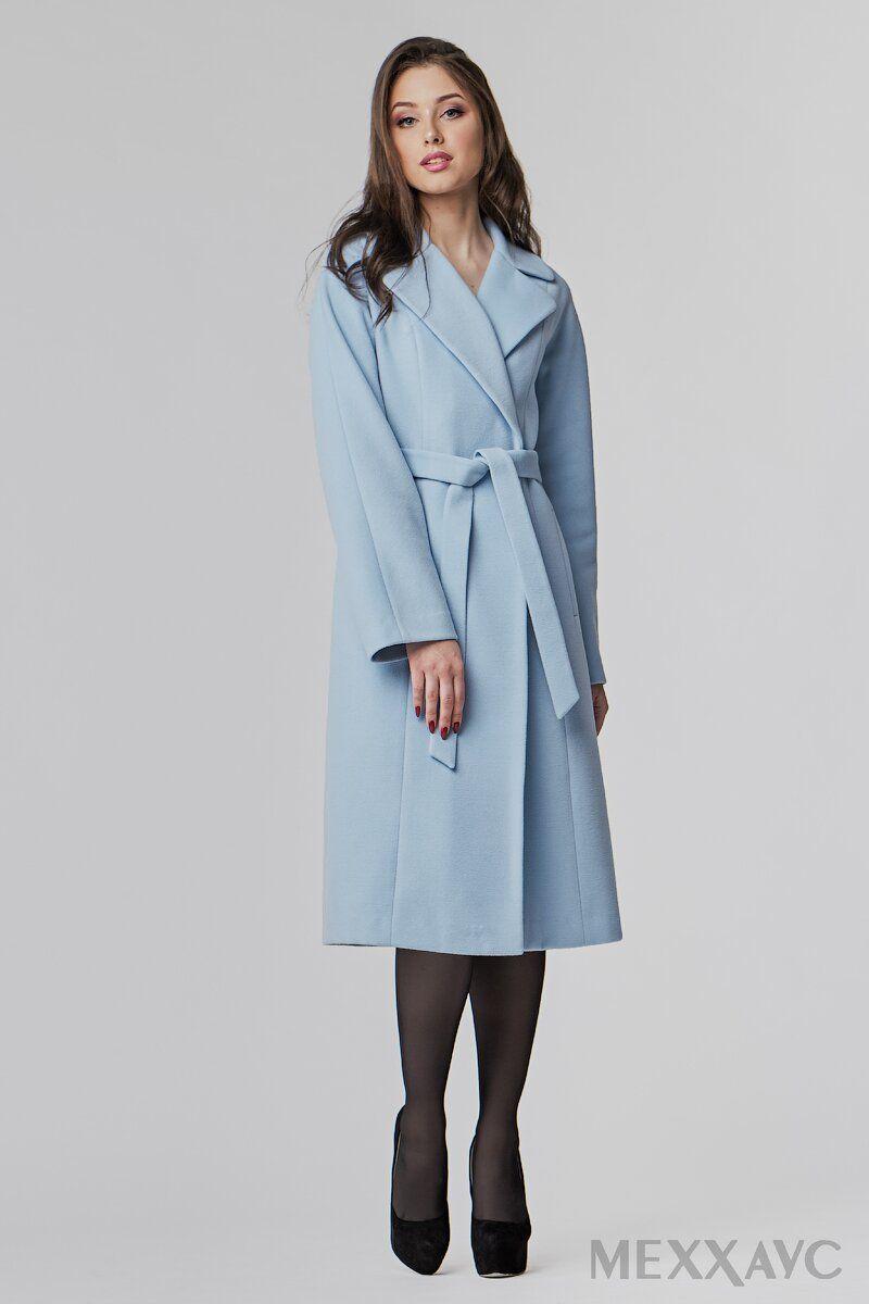 b51eab968 Нежное небесно-голубое пальто-халат с английским воротником должно быть в  гардеробе каждой девушки