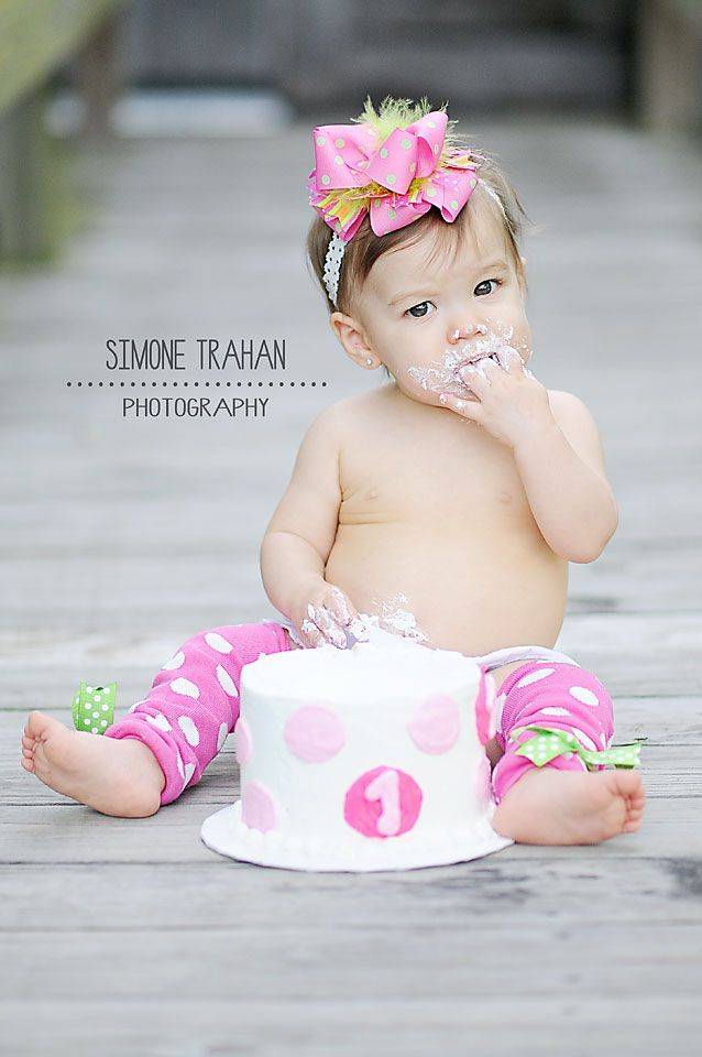 First Birthday / Girl Photography / simone.trahan.photography (So cute, my granddaughter is getting ready for her 1st birthday party in about one month.)