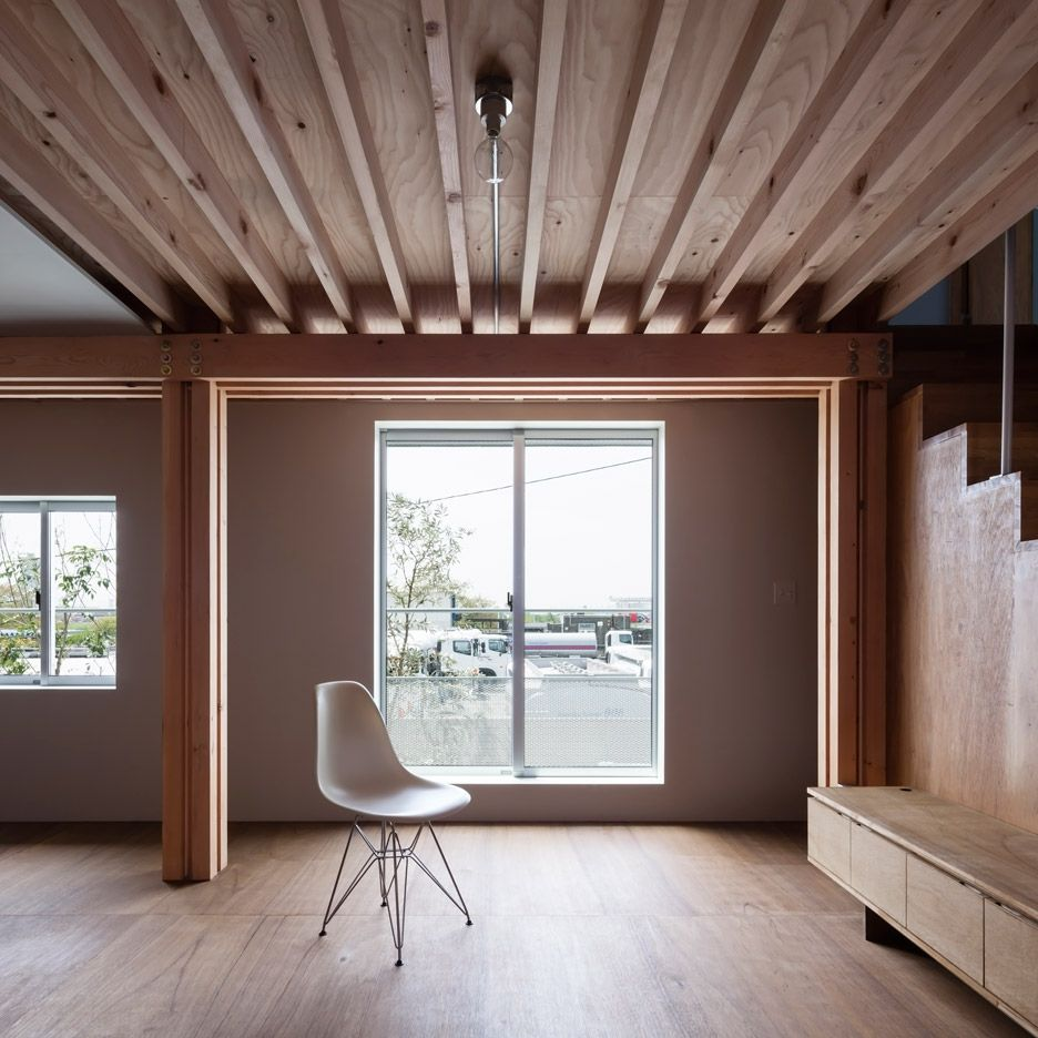 Ft architects 39 4 columns house features a timber frame for Columns in houses interior