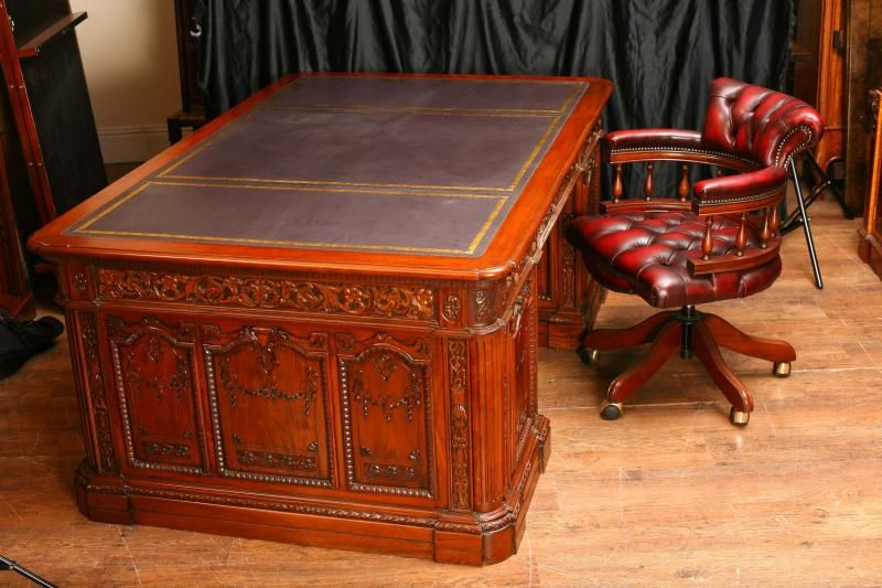 Photo Of Mahogany Presidents Resolute Desk Partners Chair Set Proyectos Que Intentar In 2019 Partners Desk Resolute Desk Art Deco Desk