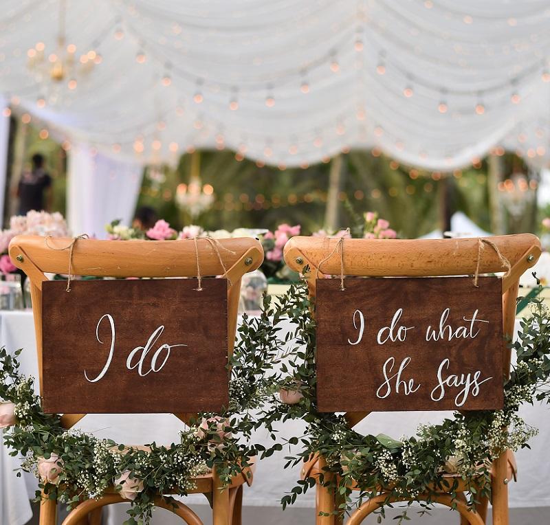Photo of 40 Hochzeits-Stuhldeko Ideen für das Brautpaar und die Trauu