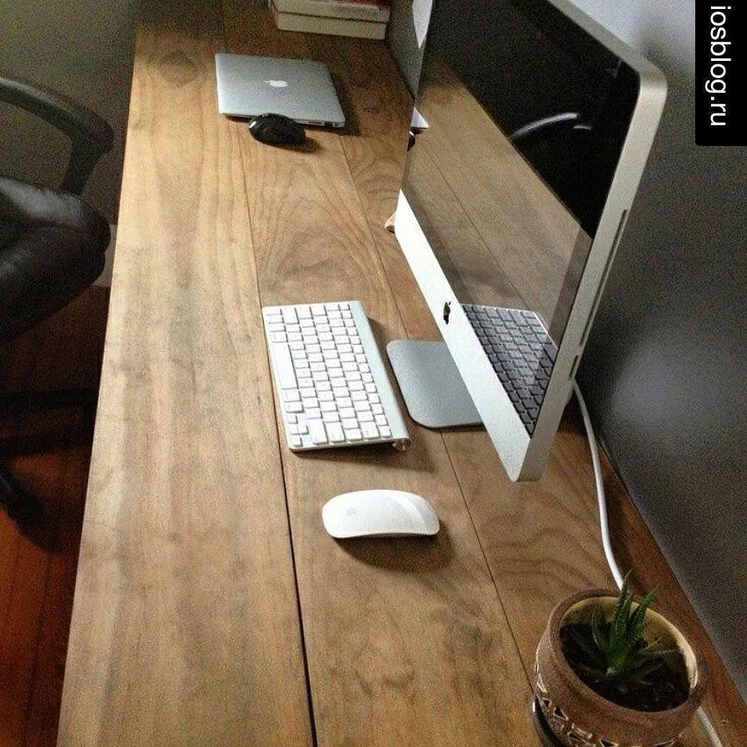 this is a pretty cool mac setup love the solid wood desk apple rh pinterest com
