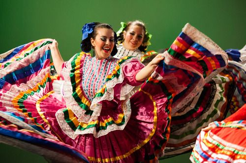 Yaleuniversity Photos From A Dance Rehearsal By Ballet Folklorico Mexicano De Yale An Undergraduate Stude Ballet Folklorico Cultural Dance Beautiful Outfits