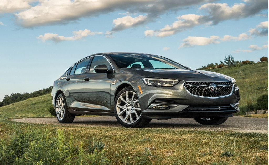 Buick S Regal Sportback Is A Fuel Efficient Mid Size Liftback That Exudes Quality And Style But Skips The Premium Price Tag For T Buick Buick Regal Buick Cars