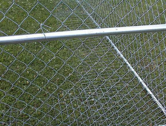 Quot Dig Wire Quot Fencing That Lies At A Perpendicular To Your