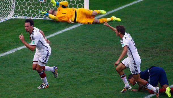 Unaufhaltsam: Mats Hummels setzt nach seinem Kopfballtor gegen Frankreich zum Jubel an