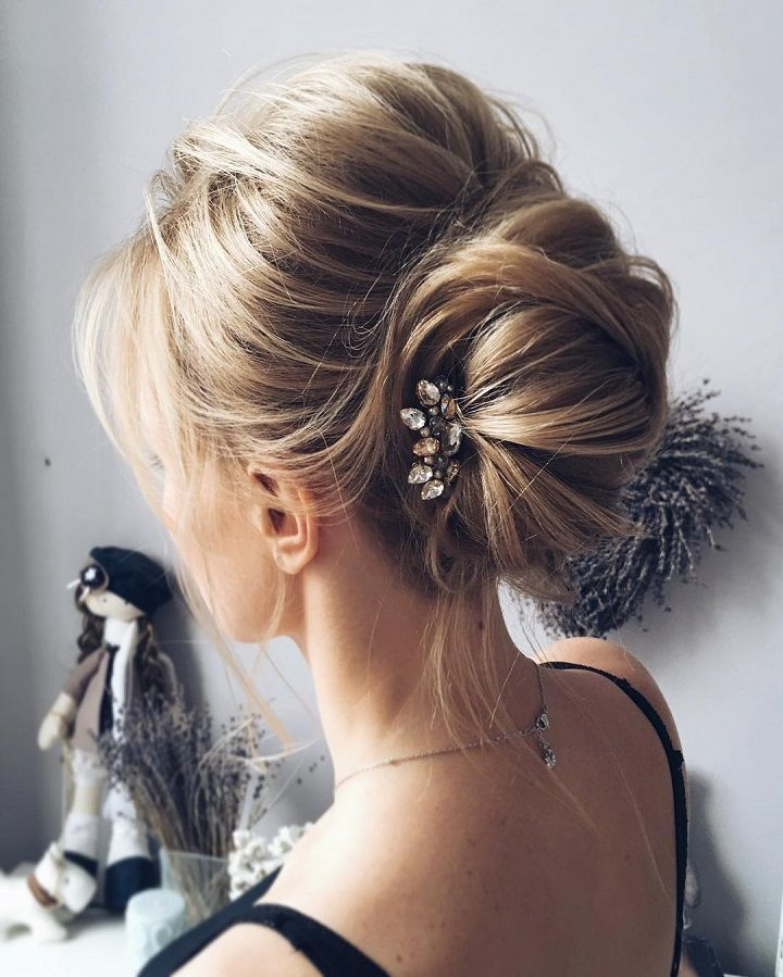 French chignon hairstyle #weddinghair #weddinghairstyle #chignon #frenchhairstyle #hairstyles