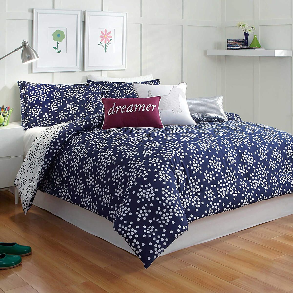 16 Navy Blue Bedroom Design And Decor Ideas For A Timeless Makeover In 2020 Blue Bedroom Design Dorm Bedding Sets Twin Xl Bedding Sets