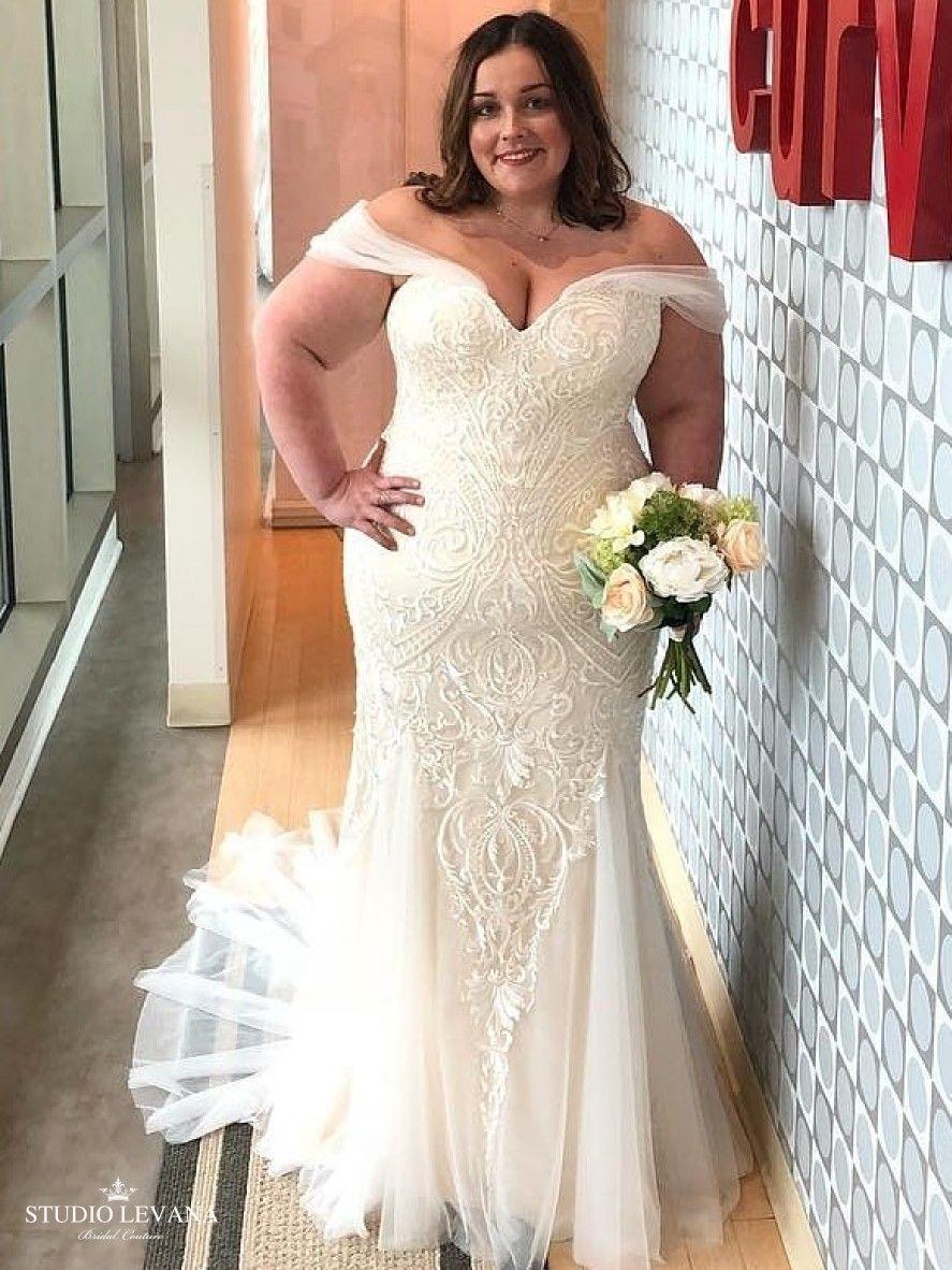 Beautiful Curvy Bride In A Plus Size Mermaid Lace Wedding Dress With Off Shoulder Straps Kris Studio Levana Wedding Dresses Wedding Dresses Videos Dresses [ 1182 x 887 Pixel ]