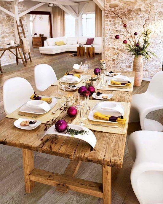 Winter Tischdeko Ideen Rustikal Massivholztisch Lila Kugeln
