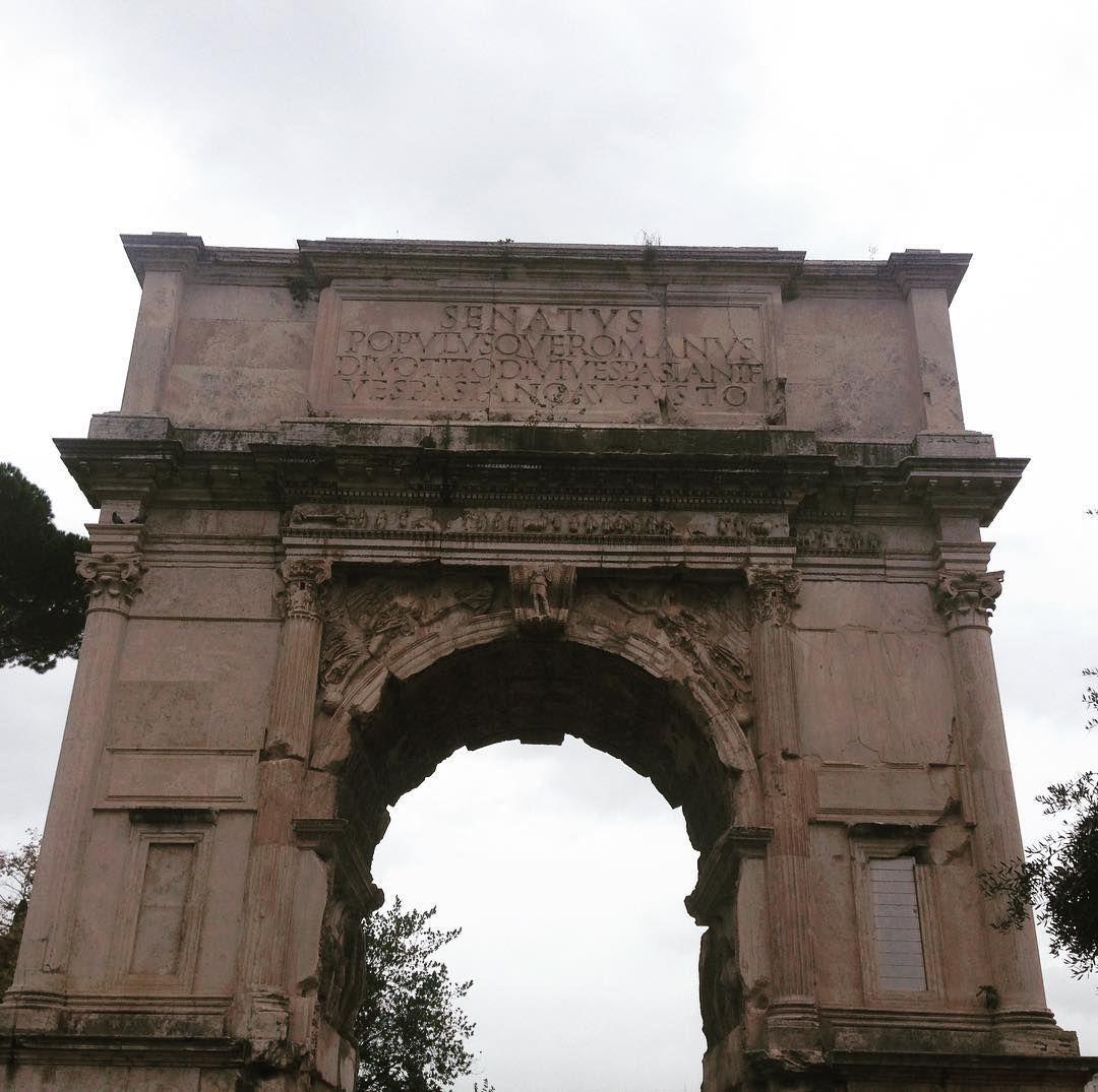 Arco Per Porta l'arco di tito . un tratto di strada ben conservato porta