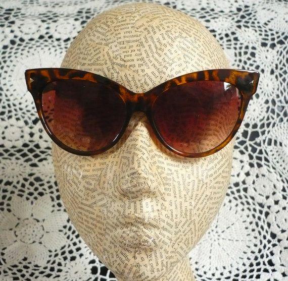 Extreme Cat Eye Tortoiseshell Sunglasses Rockabilly by 5678Vintage