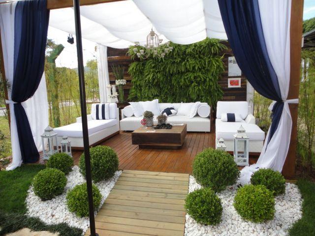 terraza con plantas verticales via