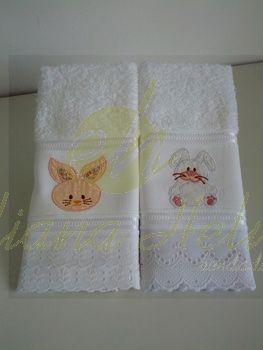 Toalhas de lavabo com motivos de Páscoa. Técnica: aplique Acabamento: bordados inglês.