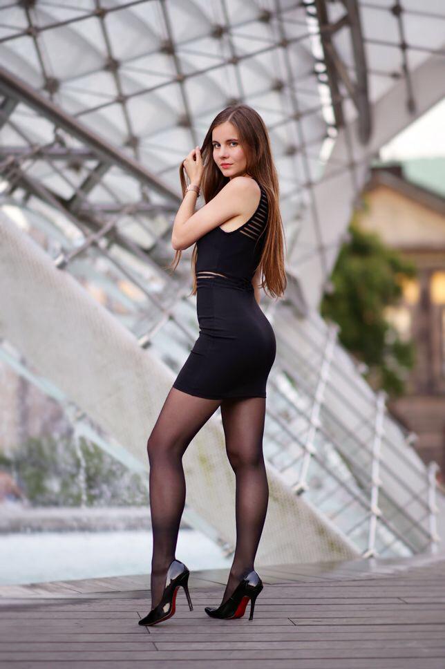 Tight skirts and heels tgp