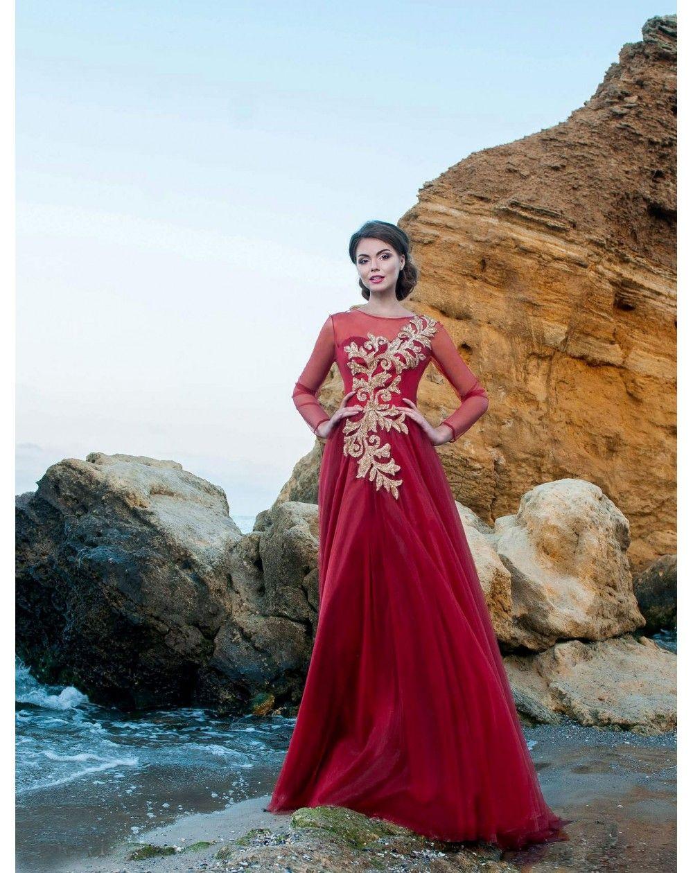 ceadec2a4cf6 Romantické šaty pre modernú princeznú s veľkou nadýchanou tylovou sukňou.  Živôtik zdobí zlatá aplikácia